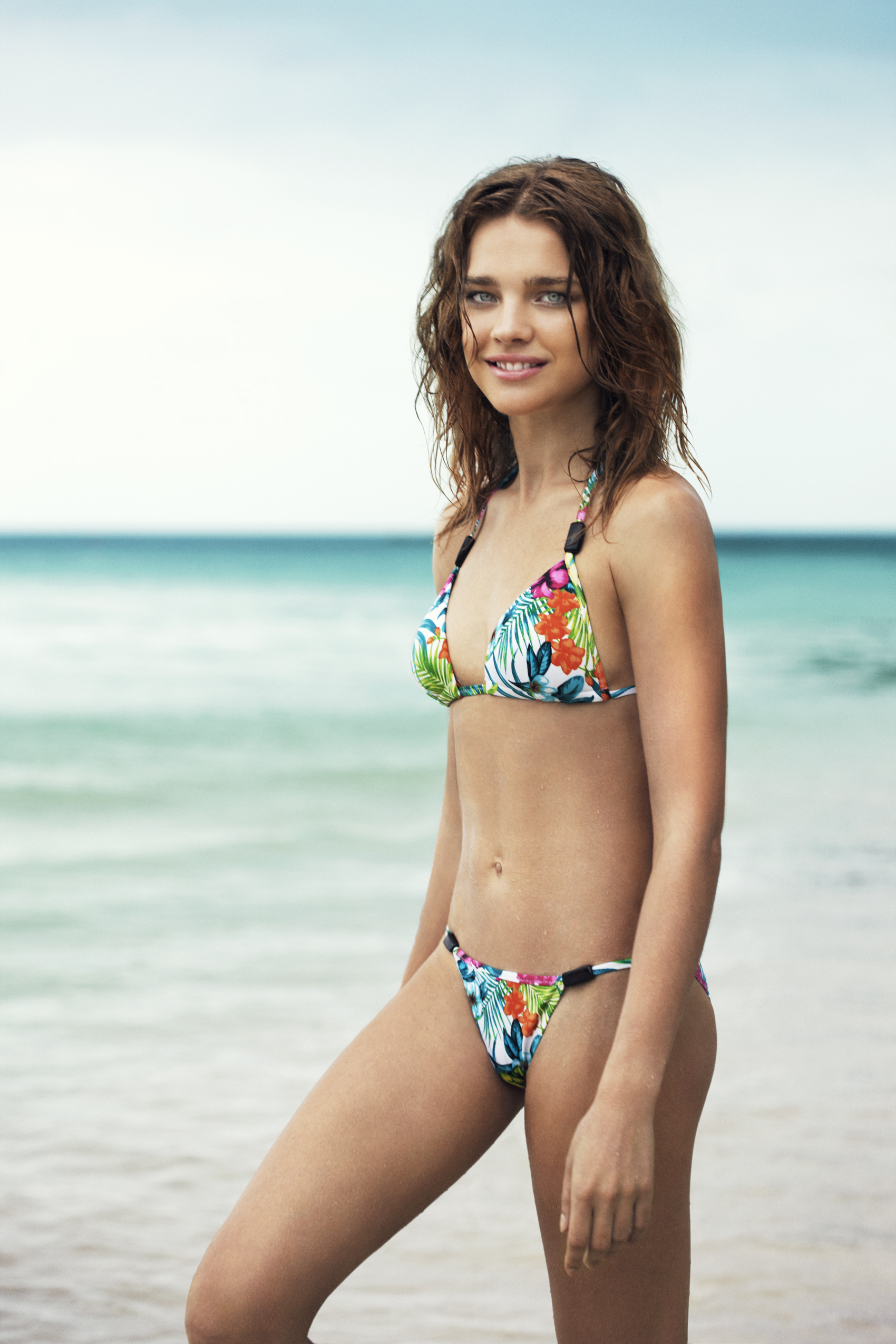 Юные модели на пляже