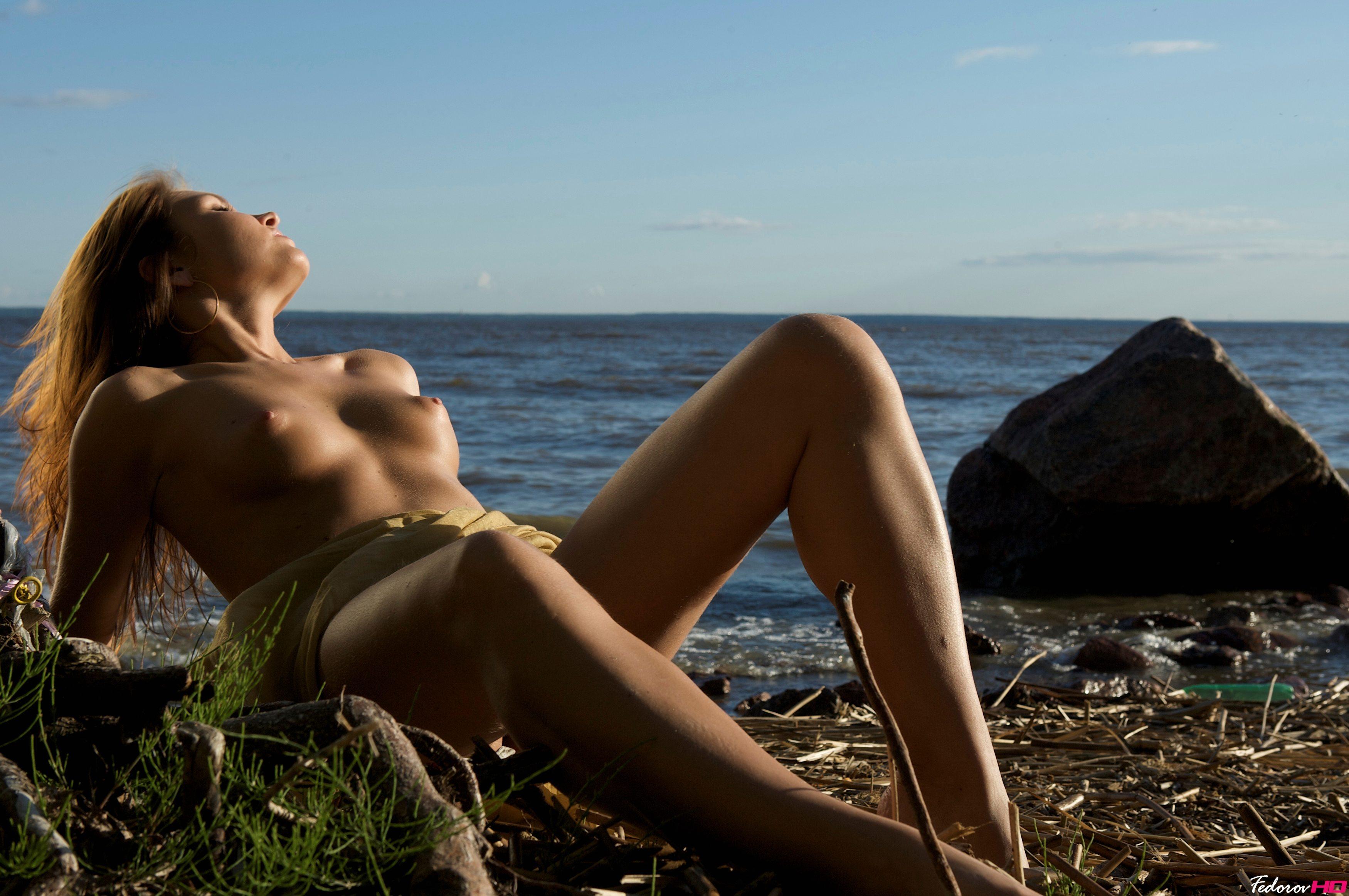 Самые красивые голые на пляже 20 фотография