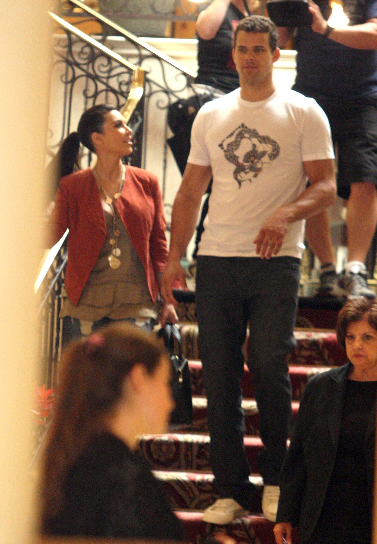 Kim Kardashian 2011 Kosty 555 info 0044