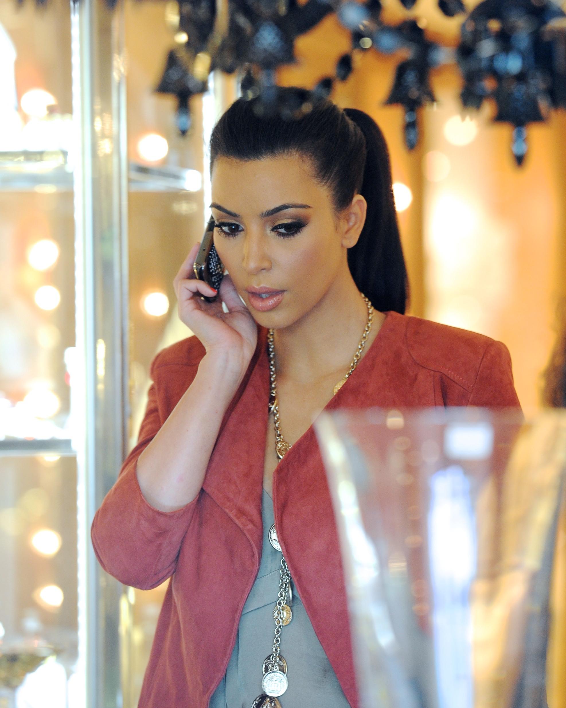 Kim Kardashian 2011 Kosty 555 info 0014