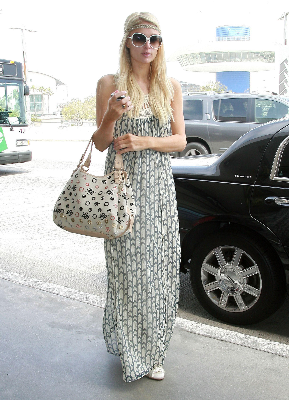 Paris Hilton Kosty 555 info 01