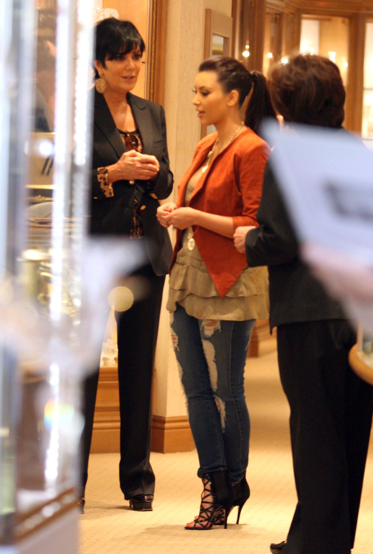 Kim Kardashian 2011 Kosty 555 info 0053