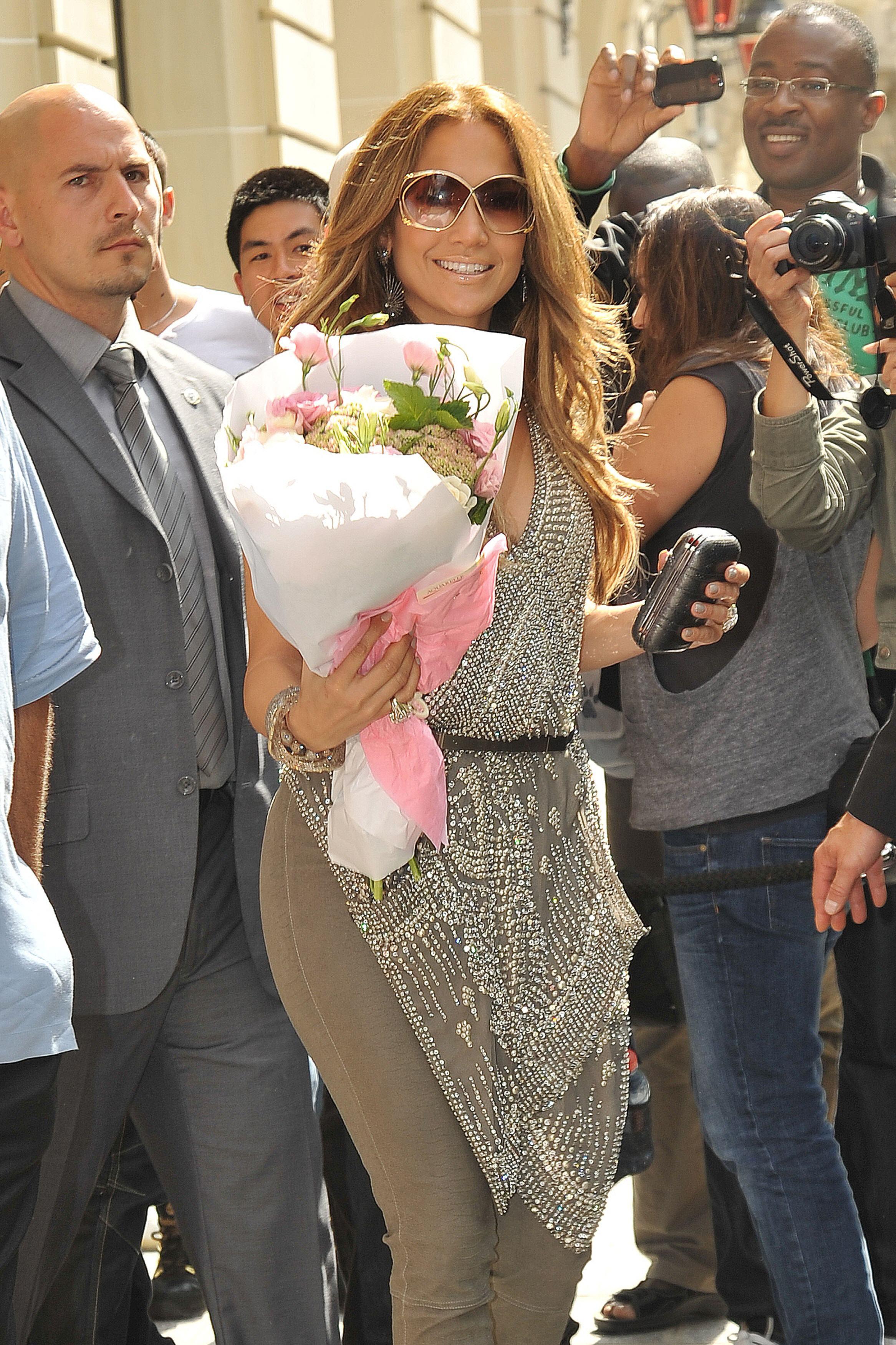 Jennifer Lopez Kosty 555 info 0001