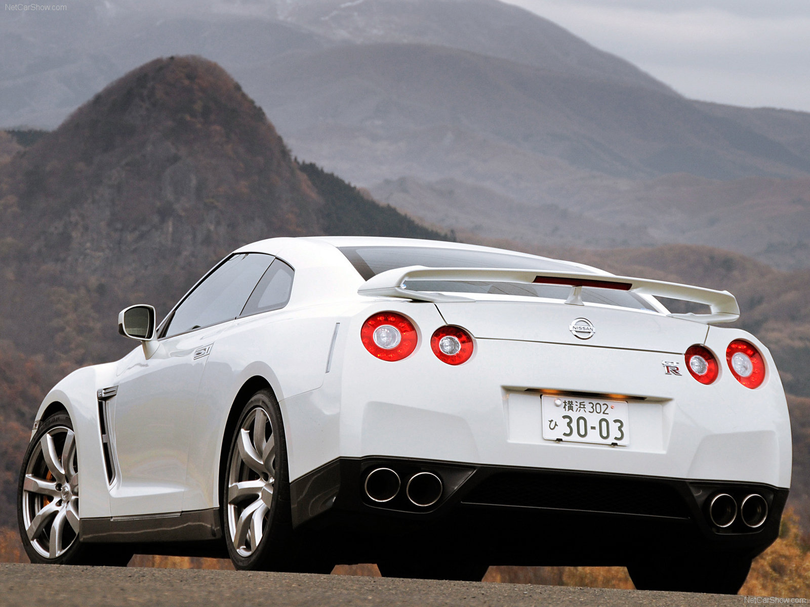 Nissan GT R 2008 1600 x 1200 wallpaper 14