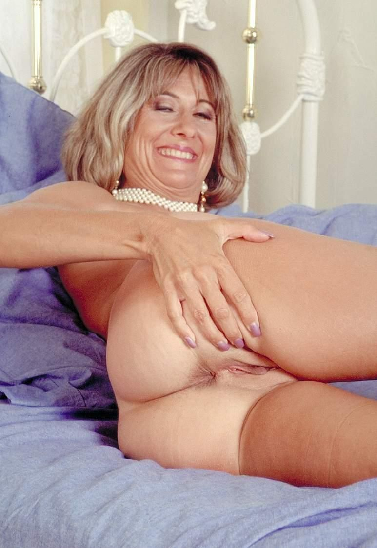 Milf in threesome