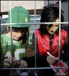 Zurich (18.3.2006) 2418406_March_18_2006_Zurich_Signing_01